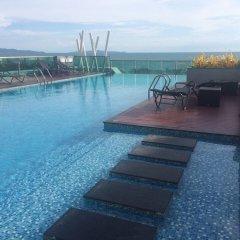 Отель Thanyalak at The Gallery Condominium Таиланд, Паттайя - отзывы, цены и фото номеров - забронировать отель Thanyalak at The Gallery Condominium онлайн бассейн