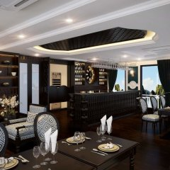Отель Genesis Regal Cruise гостиничный бар