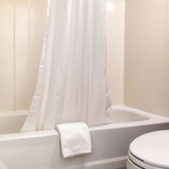 Отель Quality Inn Huntingburg ванная