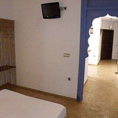 Отель Hostal Extramuros Испания, Кониль-де-ла-Фронтера - отзывы, цены и фото номеров - забронировать отель Hostal Extramuros онлайн удобства в номере фото 2