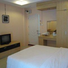 Апартаменты C.S. Poonpol Apartment комната для гостей фото 2
