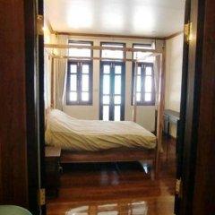Отель The Royal ThaTien Village ванная фото 2