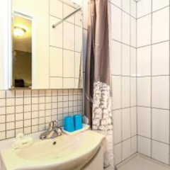 Отель Maple Guesthouse Канада, Ванкувер - отзывы, цены и фото номеров - забронировать отель Maple Guesthouse онлайн ванная фото 2