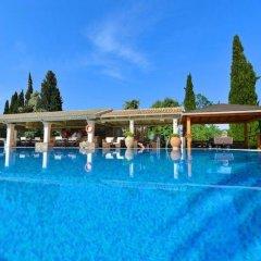 Отель Spiti Prifti бассейн