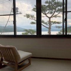 Отель Lake Side Inn Fujinami Яманакако комната для гостей фото 5