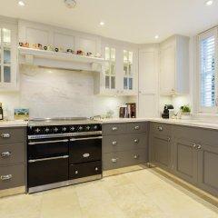 Отель Veeve Luxurious 4 Bed 4 Bath Home In The Heart Of Hampstead в номере