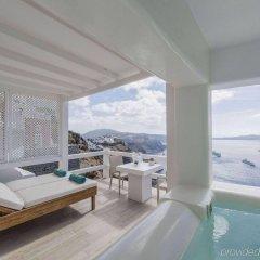 Отель Aqua Luxury Suites бассейн
