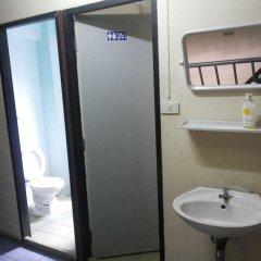 Отель Samsen 6 Guesthouse Бангкок удобства в номере