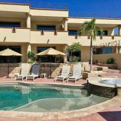 Отель Castillo Blarney Inn Мексика, Педрегал - отзывы, цены и фото номеров - забронировать отель Castillo Blarney Inn онлайн бассейн