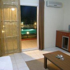 Отель Alacati Golden Resort Чешме комната для гостей