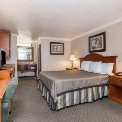 Отель Travelodge by Wyndham Sylmar CA США, Лос-Анджелес - отзывы, цены и фото номеров - забронировать отель Travelodge by Wyndham Sylmar CA онлайн удобства в номере фото 2