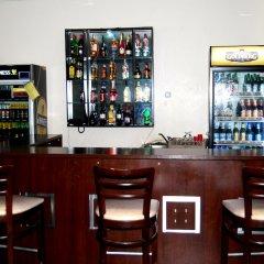 Отель Grand Inn & Suites гостиничный бар