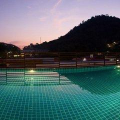 Отель The Kris Residence бассейн
