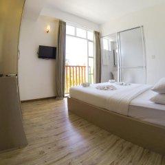 Отель Airport Comfort Inn Maldives Мале сейф в номере