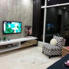 Отель KL101 Service Suite at Soho Suites KLCC Малайзия, Куала-Лумпур - отзывы, цены и фото номеров - забронировать отель KL101 Service Suite at Soho Suites KLCC онлайн комната для гостей