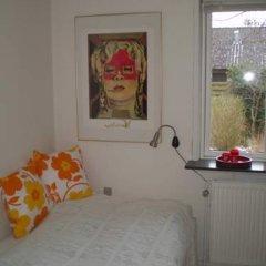 Отель Merkurvej Bed & Breakfast Дания, Алборг - отзывы, цены и фото номеров - забронировать отель Merkurvej Bed & Breakfast онлайн комната для гостей фото 2
