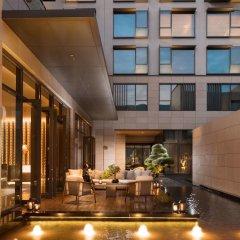 Отель Joyze Hotel Xiamen, Curio Collection by Hilton Китай, Сямынь - отзывы, цены и фото номеров - забронировать отель Joyze Hotel Xiamen, Curio Collection by Hilton онлайн интерьер отеля фото 2