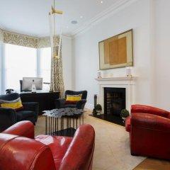 Отель Veeve Kingly Kensington 5 Bed House On Argyll Road Лондон комната для гостей фото 2