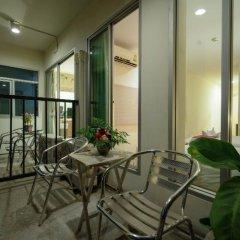 Отель Villa Cha Cha Rambuttri Бангкок балкон