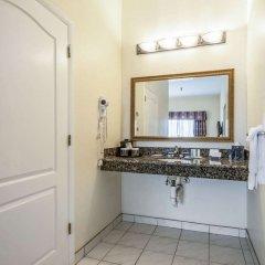 Отель Clarion Inn & Suites Clearwater ванная