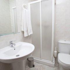 Отель Hostal Roma Испания, Ла-Корунья - отзывы, цены и фото номеров - забронировать отель Hostal Roma онлайн ванная фото 2