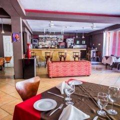 Отель Altamont West Hotel Ямайка, Монтего-Бей - отзывы, цены и фото номеров - забронировать отель Altamont West Hotel онлайн гостиничный бар