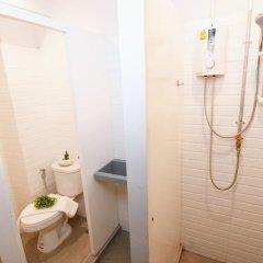 Yellow Mango Hostel Бангкок ванная