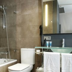 Отель AC Hotel Sevilla Torneo, a Marriott Lifestyle Hotel Испания, Севилья - отзывы, цены и фото номеров - забронировать отель AC Hotel Sevilla Torneo, a Marriott Lifestyle Hotel онлайн ванная фото 2