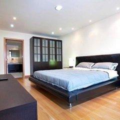 Апартаменты Emerald Palace Serviced Apartment Паттайя комната для гостей фото 4