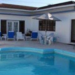 Отель Cindy Villa бассейн