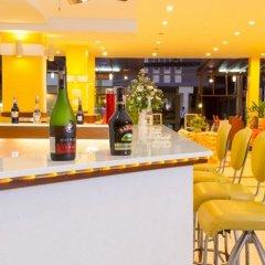 Eastiny Plaza Hotel гостиничный бар