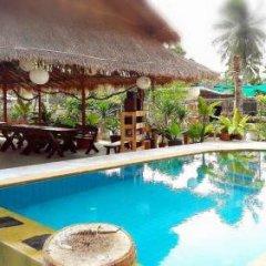 Отель Farm Suk Resort Pattaya бассейн
