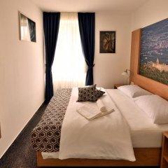 Отель Dora сейф в номере