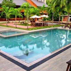 Отель Crown Monarch Diyamankada Nature Resort бассейн