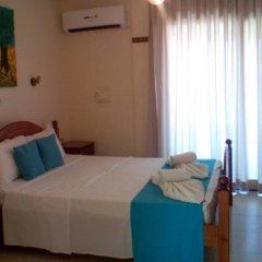 Отель Flora Maria Annex комната для гостей фото 3