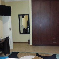 Отель Skyhawk Guesthouse Габороне удобства в номере
