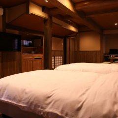 Отель Kurokawa Onsen Ryokan Wakaba Минамиогуни сейф в номере