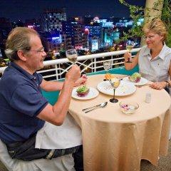 Отель Liberty Hotel Saigon Parkview Вьетнам, Хошимин - отзывы, цены и фото номеров - забронировать отель Liberty Hotel Saigon Parkview онлайн бассейн