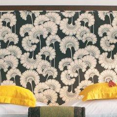 Отель Vouliagmeni Suites сейф в номере
