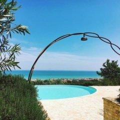 Отель Pamperduto Country Resort Потенца-Пичена бассейн