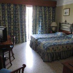Topaz Hotel сейф в номере