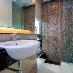 Отель Queens Service Suite at Swiss Garden residence Малайзия, Куала-Лумпур - отзывы, цены и фото номеров - забронировать отель Queens Service Suite at Swiss Garden residence онлайн ванная фото 2