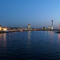 Отель Holiday Inn Düsseldorf - Hafen бассейн