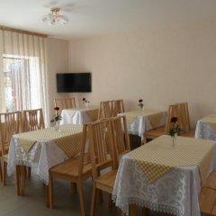 Гостиница Guest House 12 Mesyatsev Украина, Черноморск - отзывы, цены и фото номеров - забронировать гостиницу Guest House 12 Mesyatsev онлайн питание