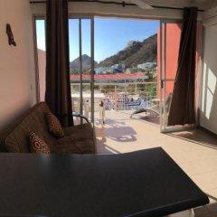 Отель Cabo Sunset Condo Hotel Мексика, Педрегал - отзывы, цены и фото номеров - забронировать отель Cabo Sunset Condo Hotel онлайн комната для гостей фото 4