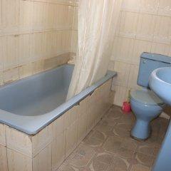Отель Esre Blues Hotel Нигерия, Калабар - отзывы, цены и фото номеров - забронировать отель Esre Blues Hotel онлайн ванная