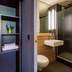 Отель Campanile Hotel & Restaurant Amsterdam Zuid-Oost Нидерланды, Амстердам - 6 отзывов об отеле, цены и фото номеров - забронировать отель Campanile Hotel & Restaurant Amsterdam Zuid-Oost онлайн ванная фото 2
