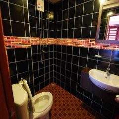 Отель The Palm Delight Guesthouse ванная