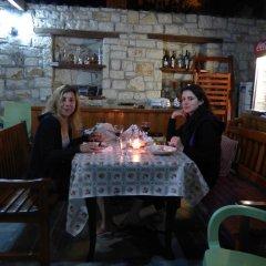 Отель Lorenc Pushi Guesthouse Албания, Берат - отзывы, цены и фото номеров - забронировать отель Lorenc Pushi Guesthouse онлайн гостиничный бар