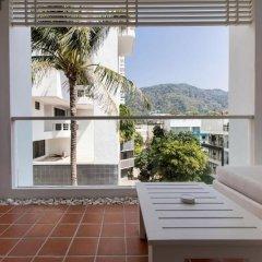 Отель X2 Vibe Phuket Patong балкон